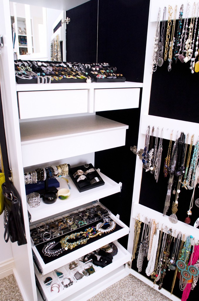 wardrobe-organisation-jewellry