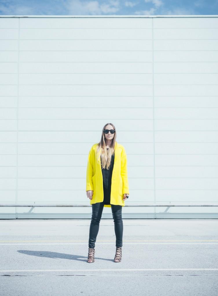 gelber-mantel-styling-tipp-fruehling-purstyle
