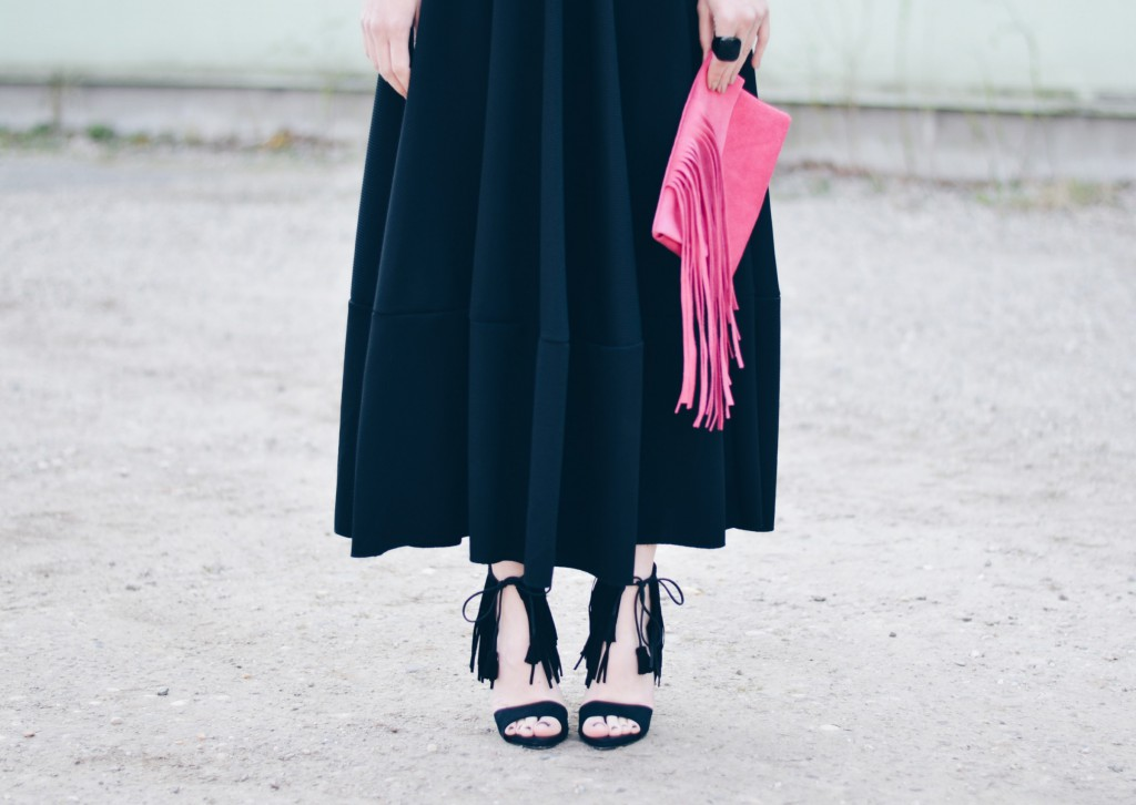 outfit details fringes LouB pink clutch