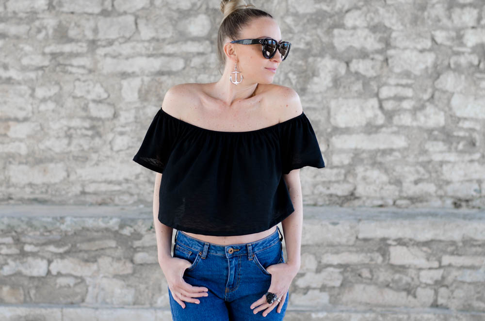 Must have this summer - off-the-shoulder top. How to wear an off-the-shoulder top.