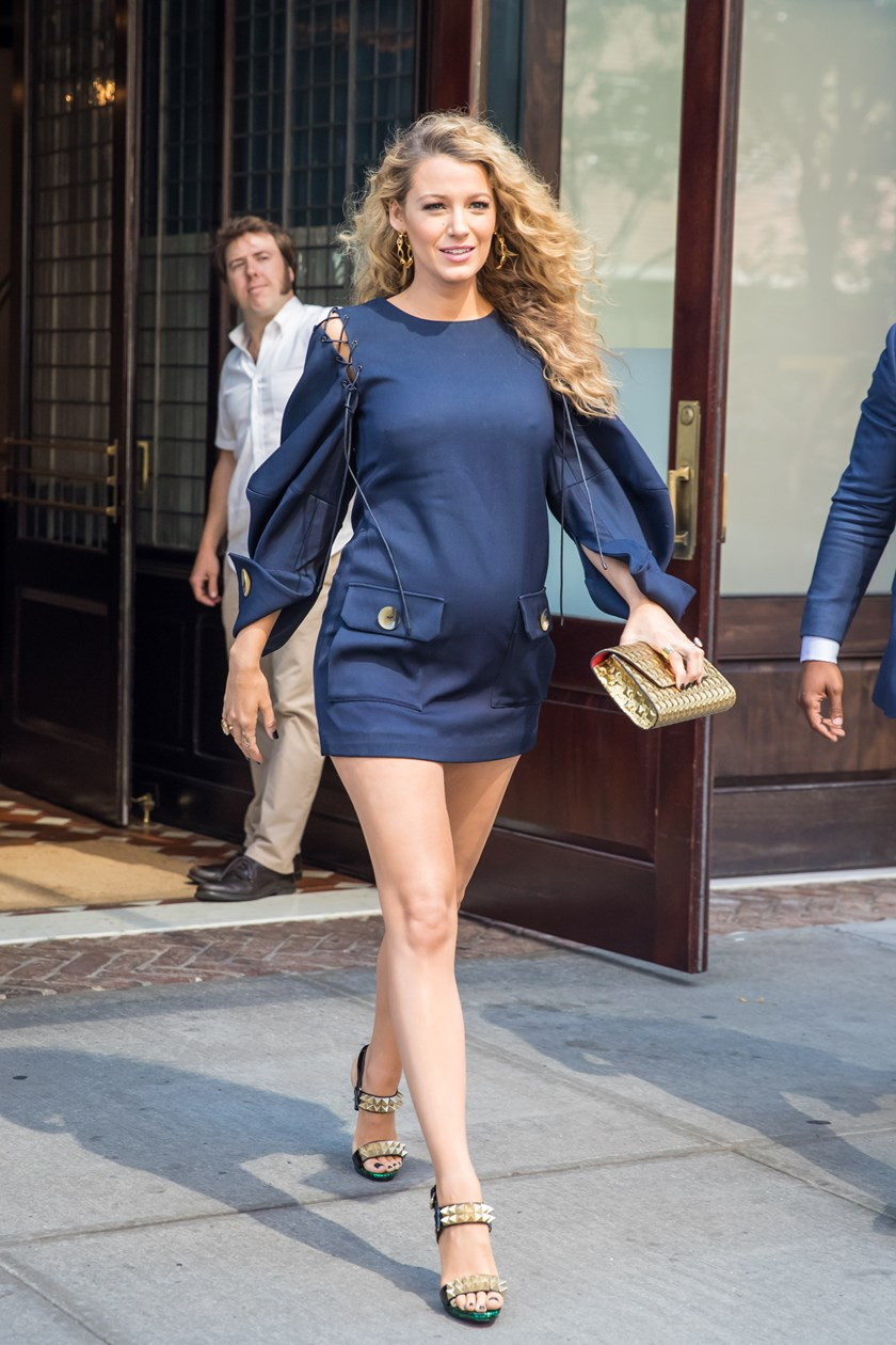 Style inspiration-Pregnancy style. How to dress like pregnant Blake Lively.