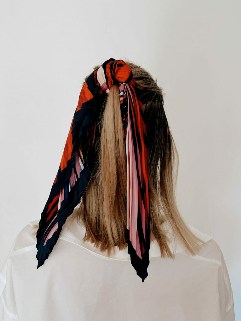 Ways to wear a scarf: Jasmin from Pur Style wearing a scarf up in a hairstyle.
